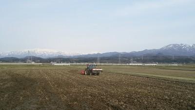 田起こしをしてます!